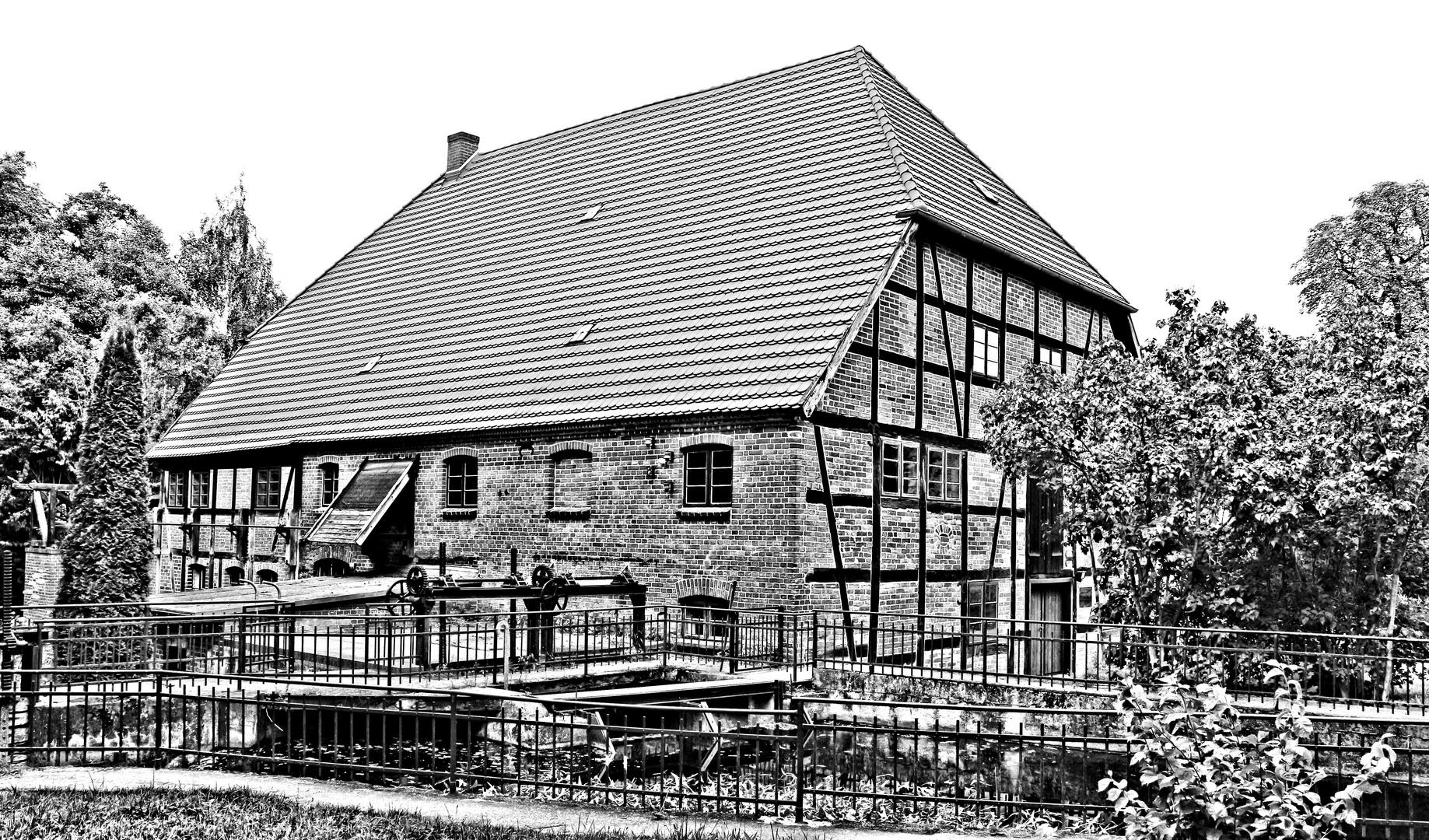 Wassermühle in Kuchelmiß in s/w