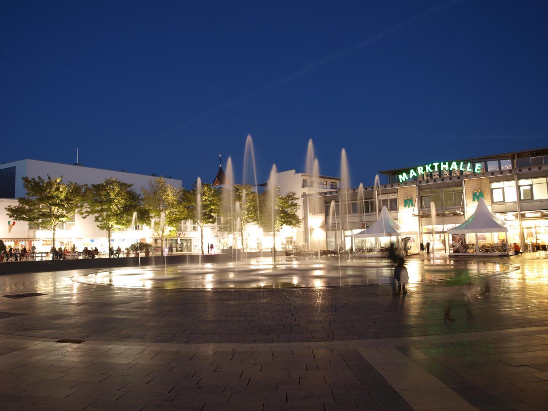 Wasserpiel auf dem Marktplatz in Langenfeld