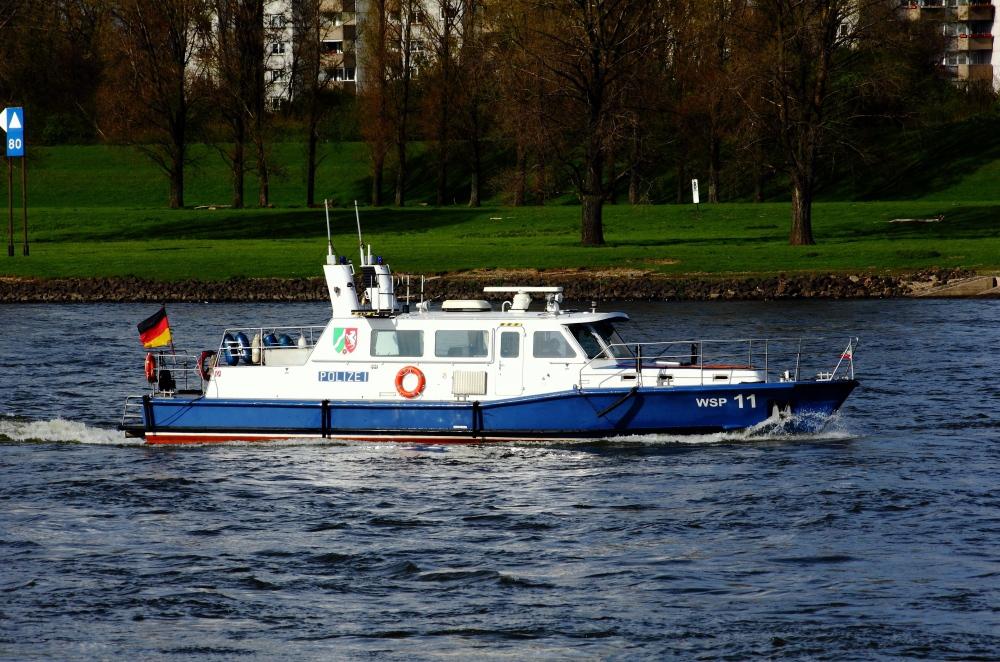 Wasserpolizei auf dem Rhein..