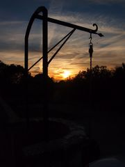 Wasserpumpe im Sonnenuntergang