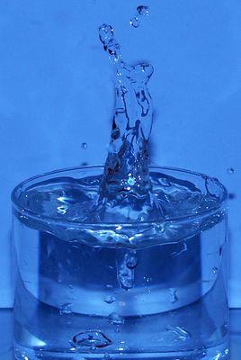Wassersäule in Blau