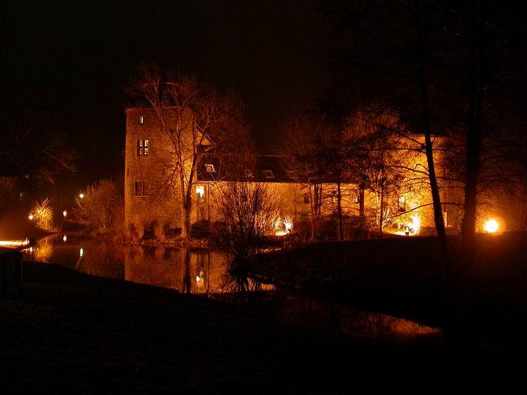 Wasserschloß bei Nacht