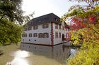 Wasserschloss D-Inzlingenim Herbst