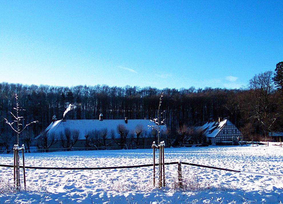 wasserschloss haus marck im schnee