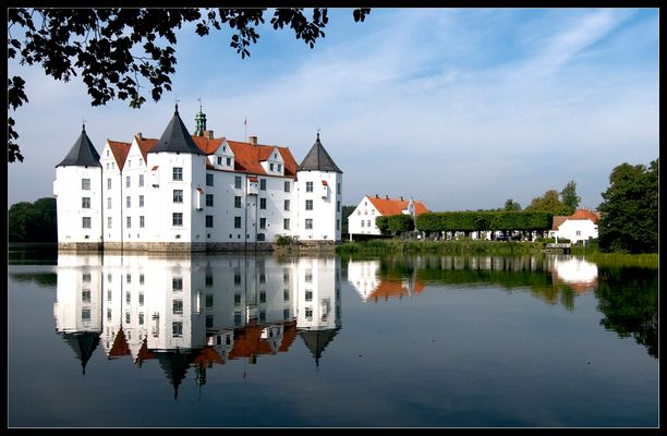 Wasserschloss in Glücksburg 2 - begradigt -