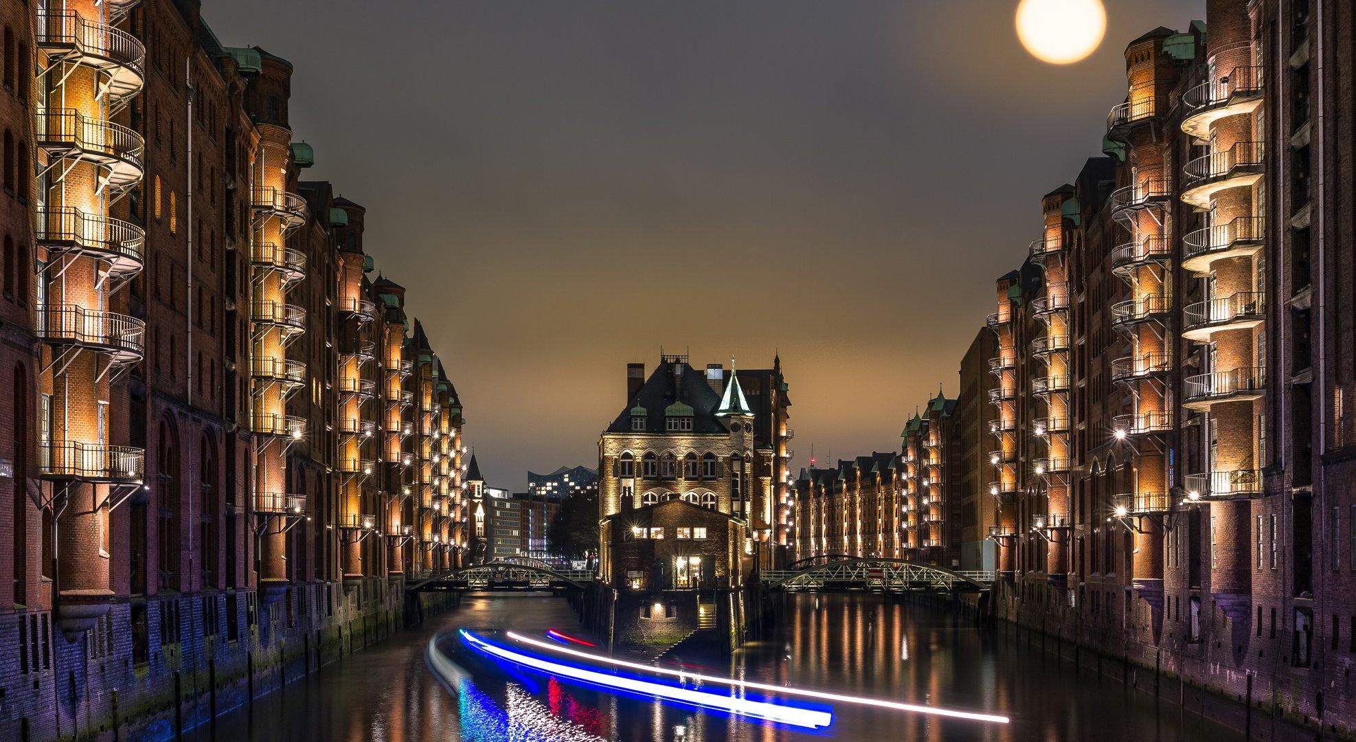 Wasserschloss mit Lichterwusch...!