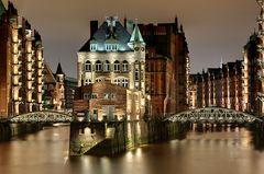 Wasserschloss neu beleuchtet