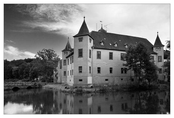 Wasserschloss Wolfersdorf am Abend
