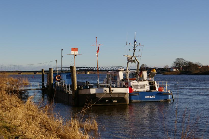 Wasserschutzpolizei in Lauenburg im Sonnenschein