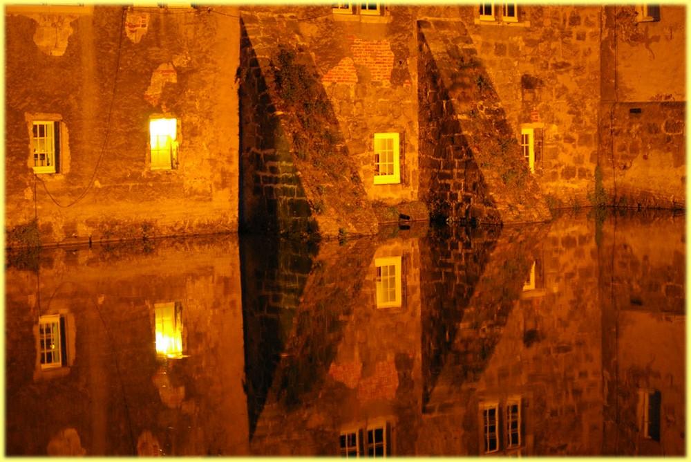 Wasserspiegelung am Schloss Lembeck