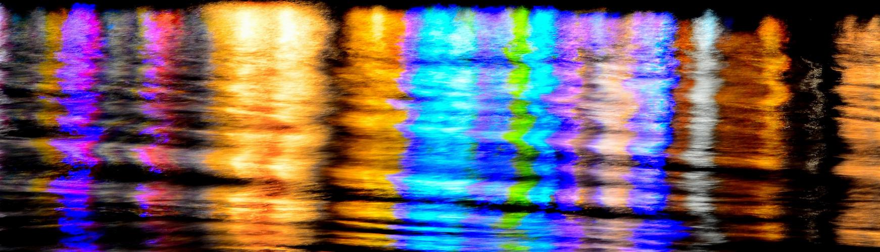 Wasserspiegelung einer Kirmes