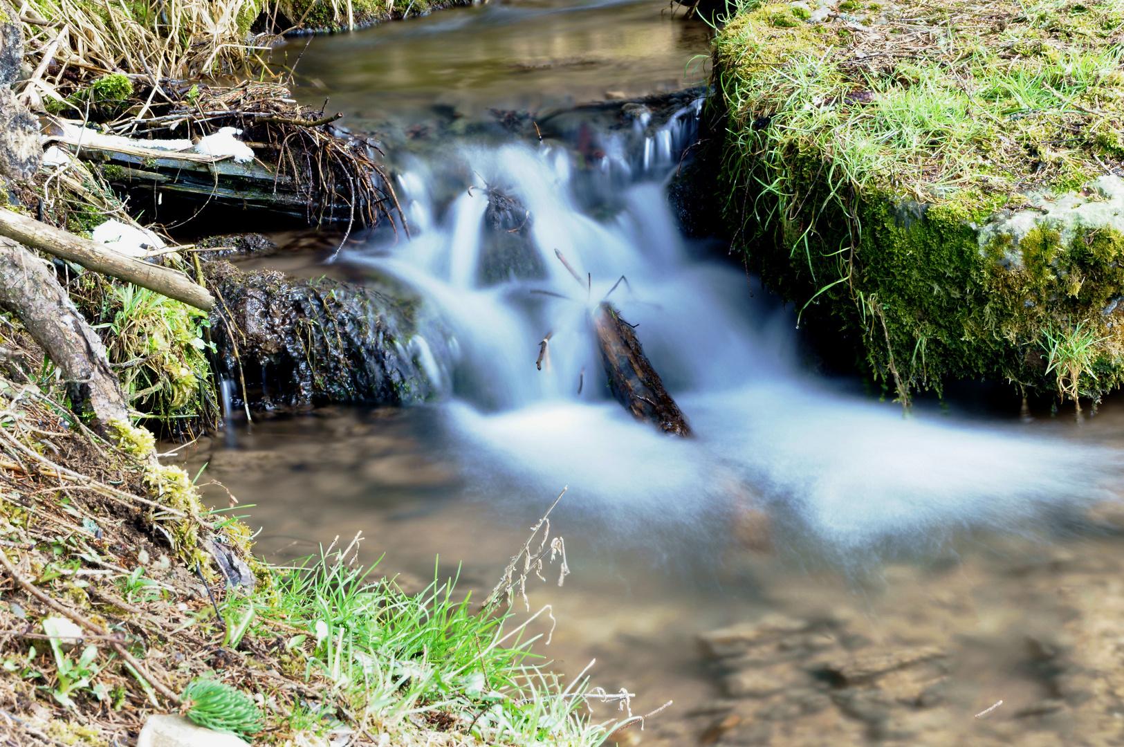 Wasserspiel am Zitzmannsbrunnenbächle in Dornhan