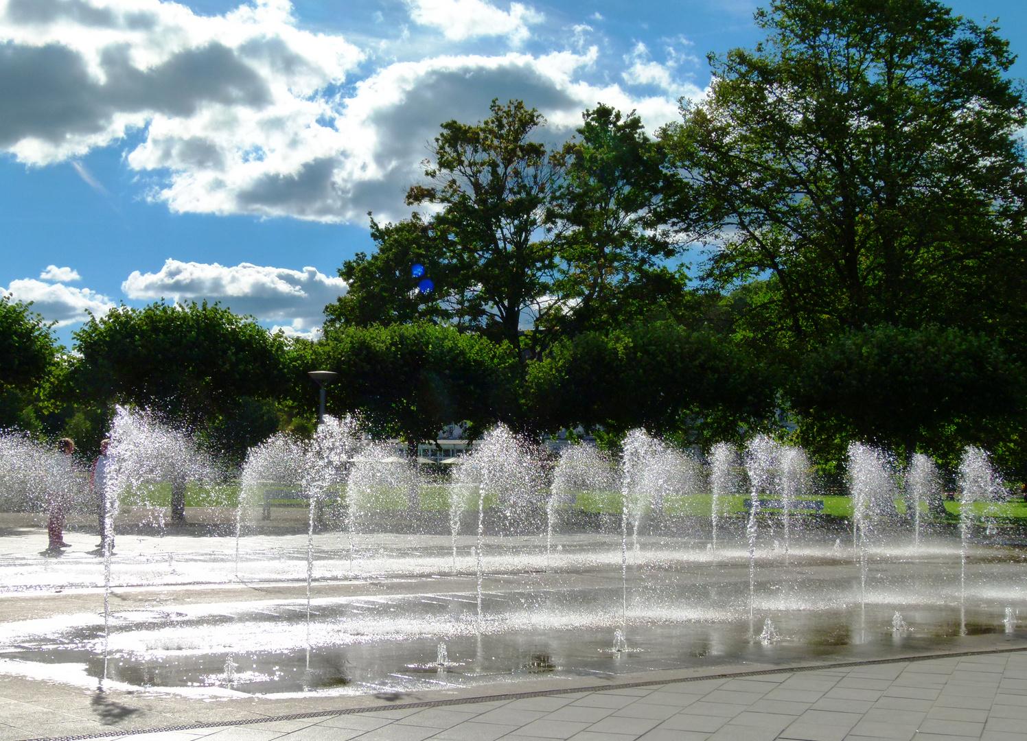 Wasserspiele auf der Promenade