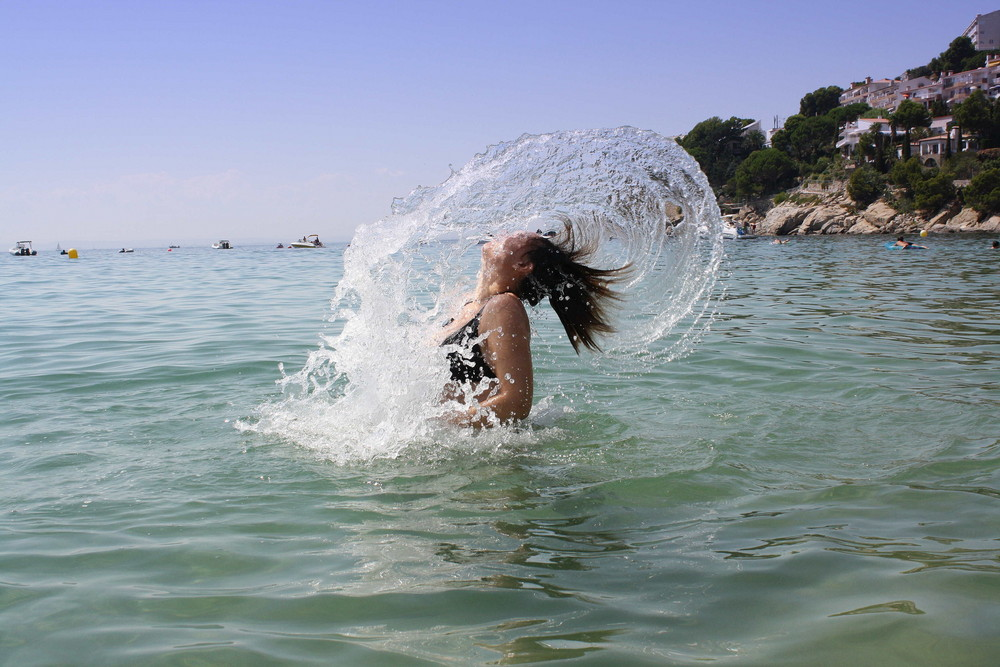 Wasserspiele mit den Haaren