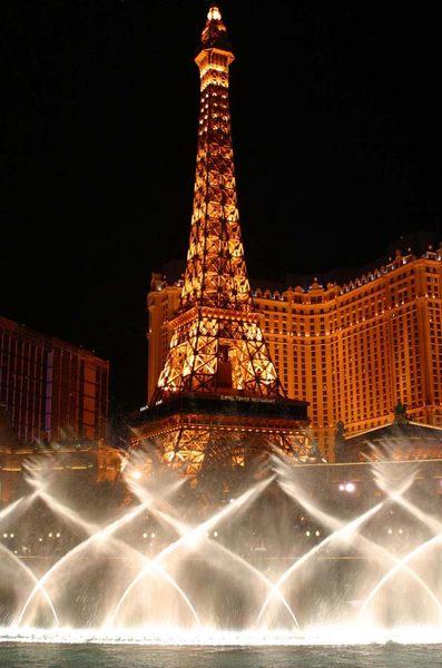 Wasserspiele vor Paris / Las Vegas