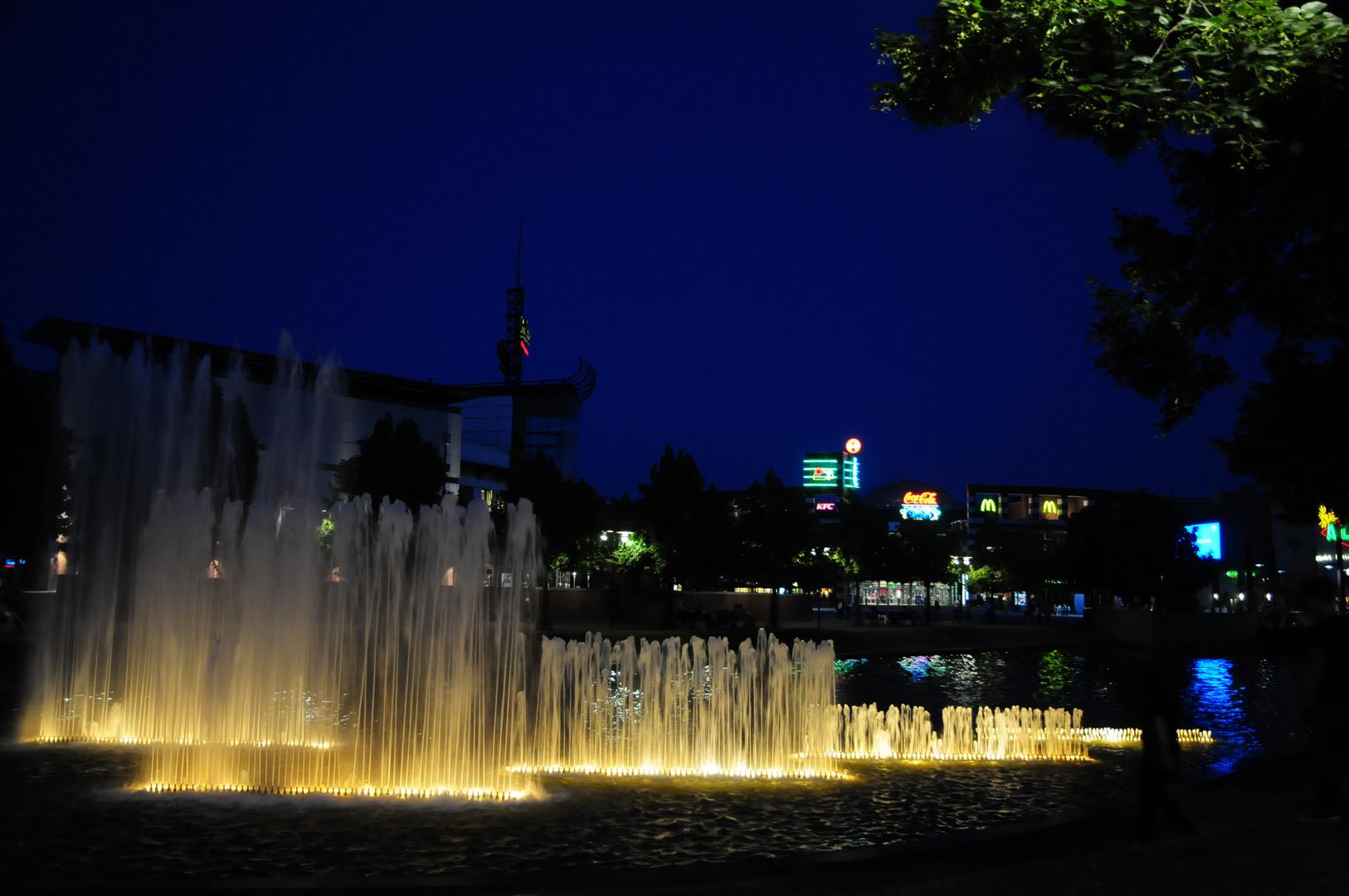 Wasserspiele zur Blauen Stunde