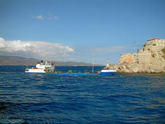 Wassertanker vor Hydra/ Griechenland