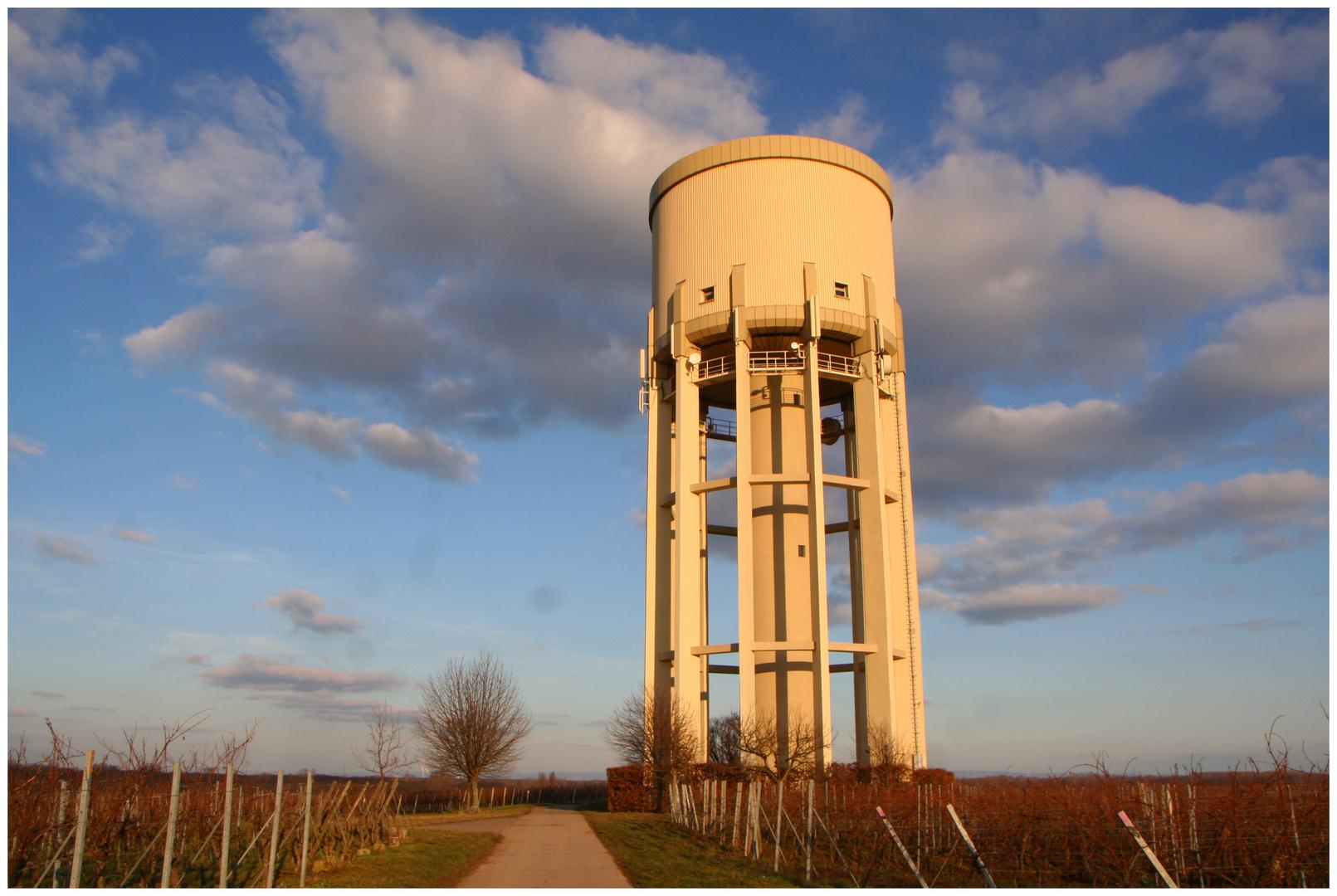 Wasserturm bei Lachen-Speyerdorf