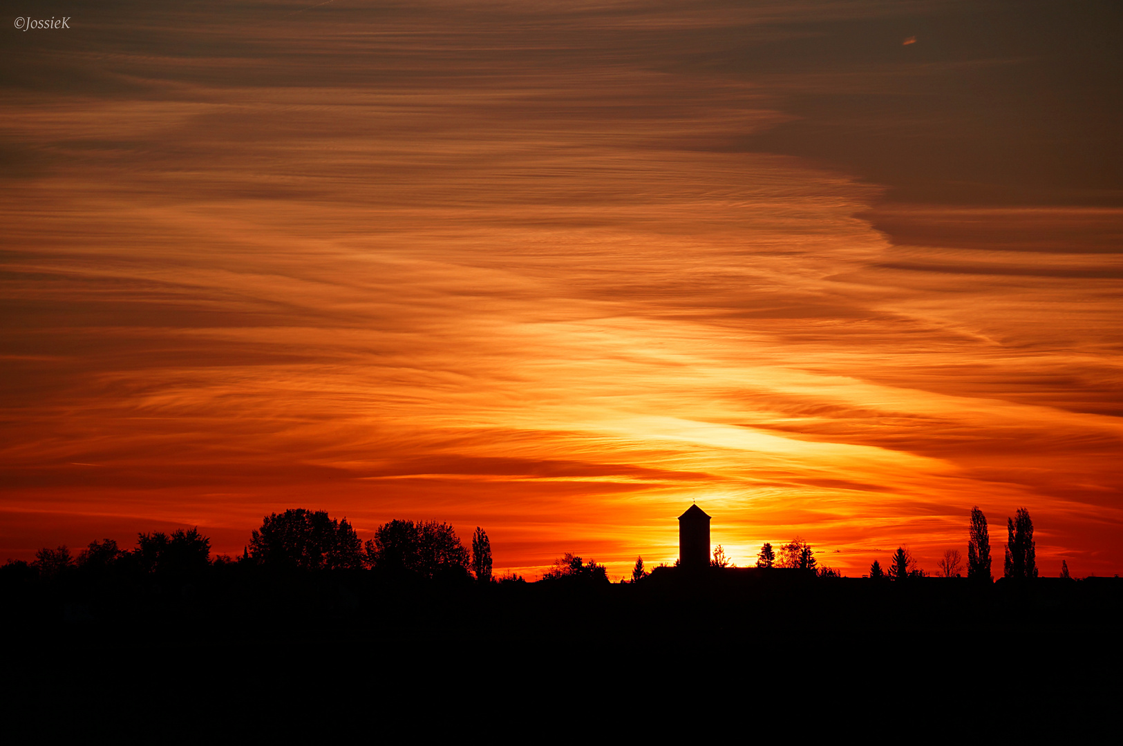 Wasserturm beim Sonnenaufgang