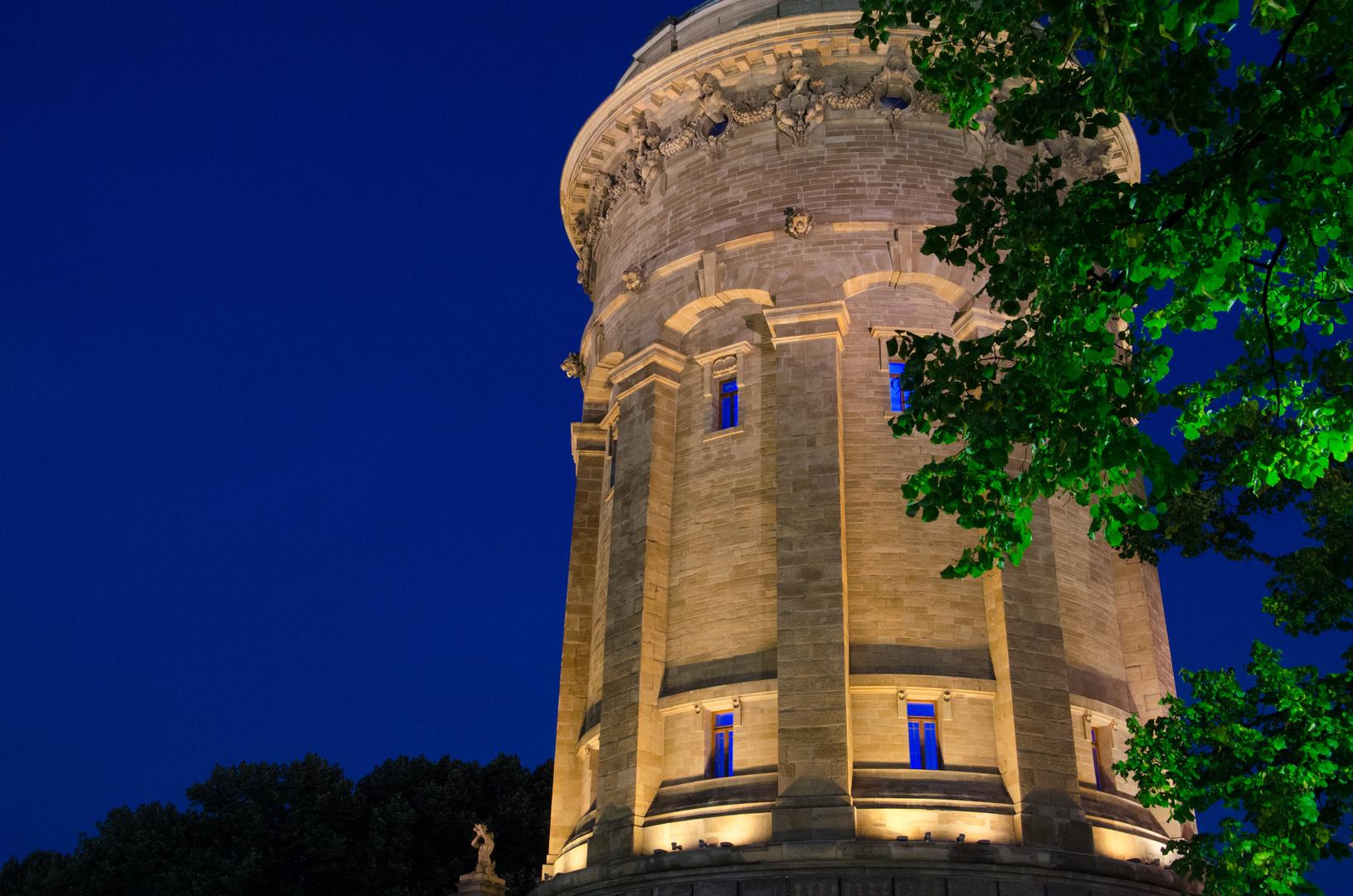 Wasserturm zur Blauen Stunde