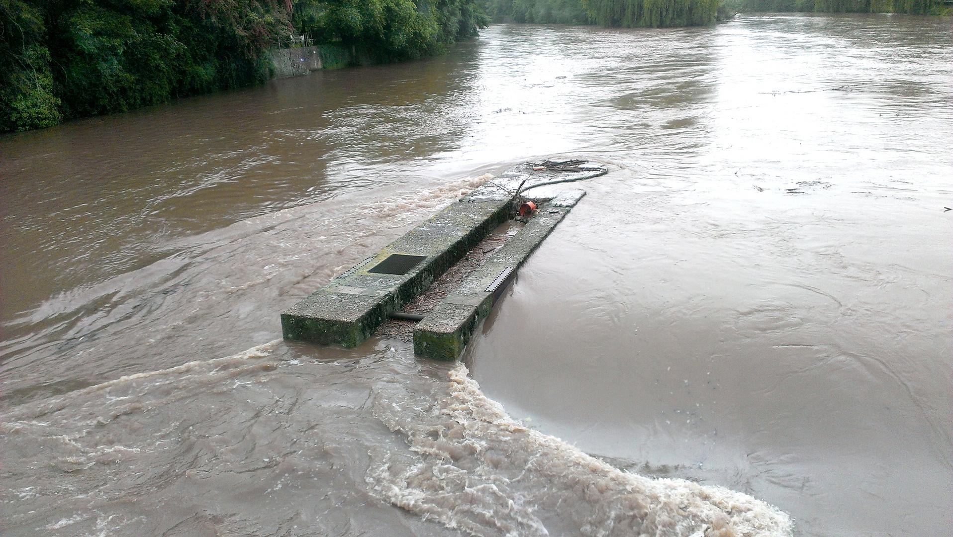 Wasserwehr bei Hochwasser 2013