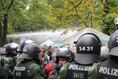Wasserwerfer MARSCH !! 40Fotos Stuttgart Park AKTUELL 30.9.2010 14:00h K21 Ü2000K