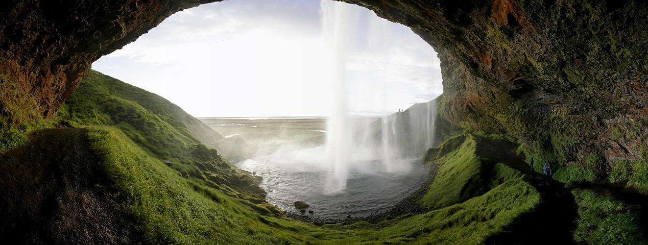Weg hinter den Wasserfall