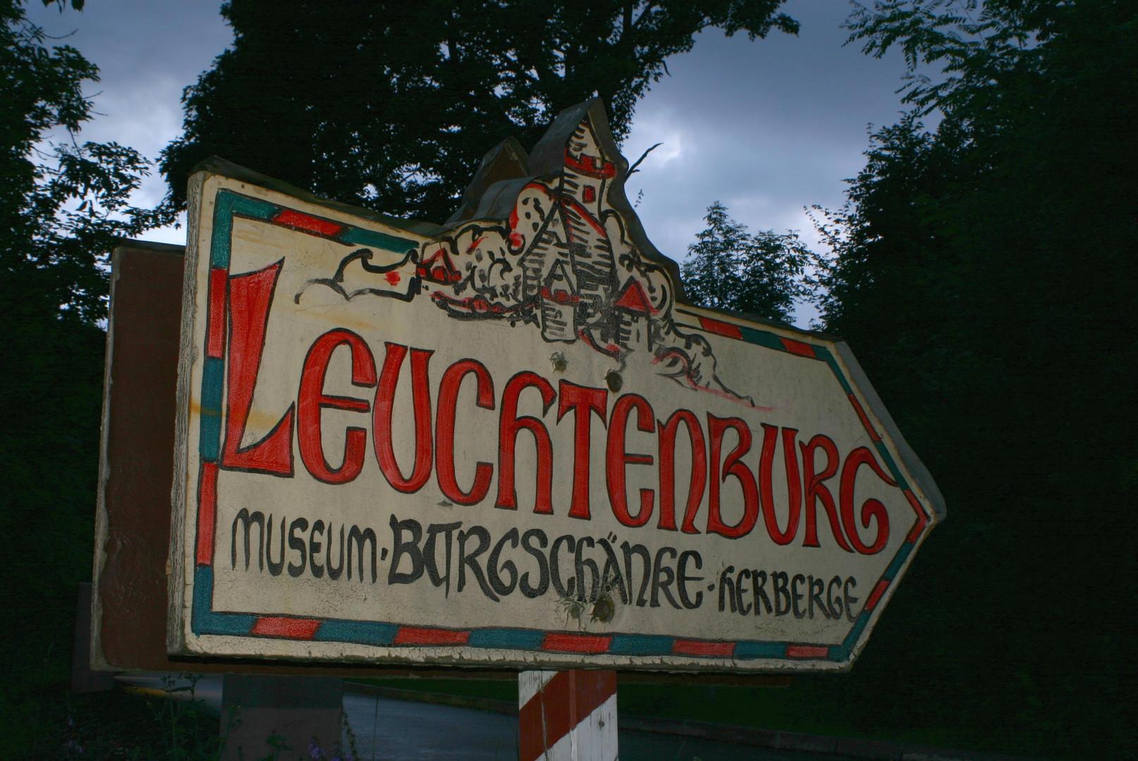 Wegweiser zur Leuchtenburg