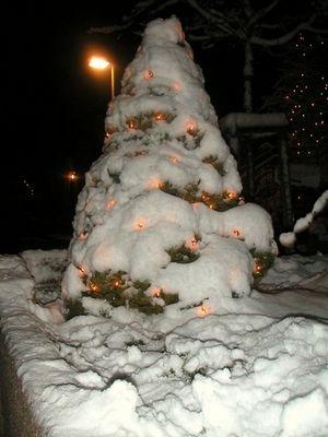 Weihnachstbaum im Schnee