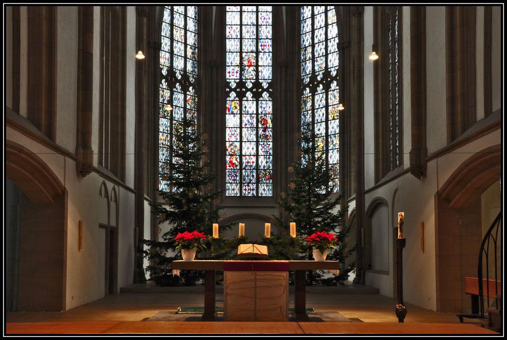Weihnachtlich geschmückter Altar 2