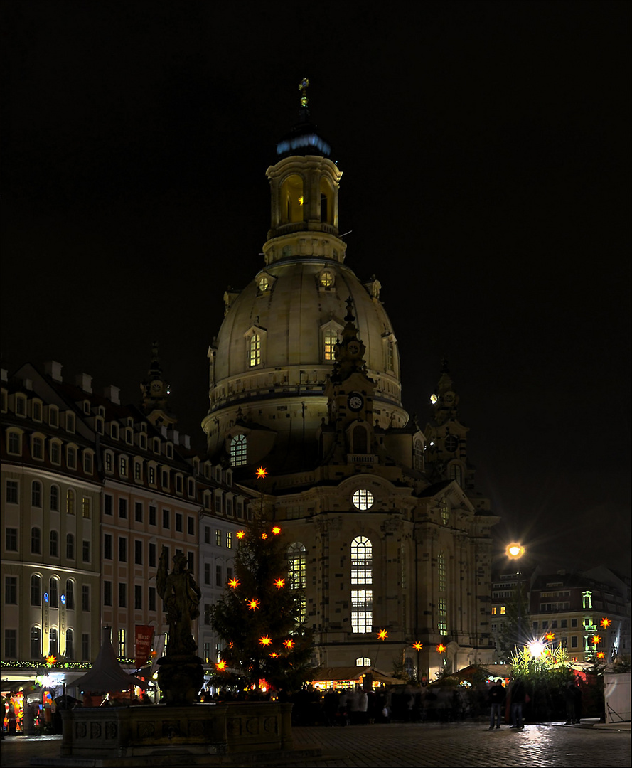 Weihnachtliche Stimmung um die Frauenkirche