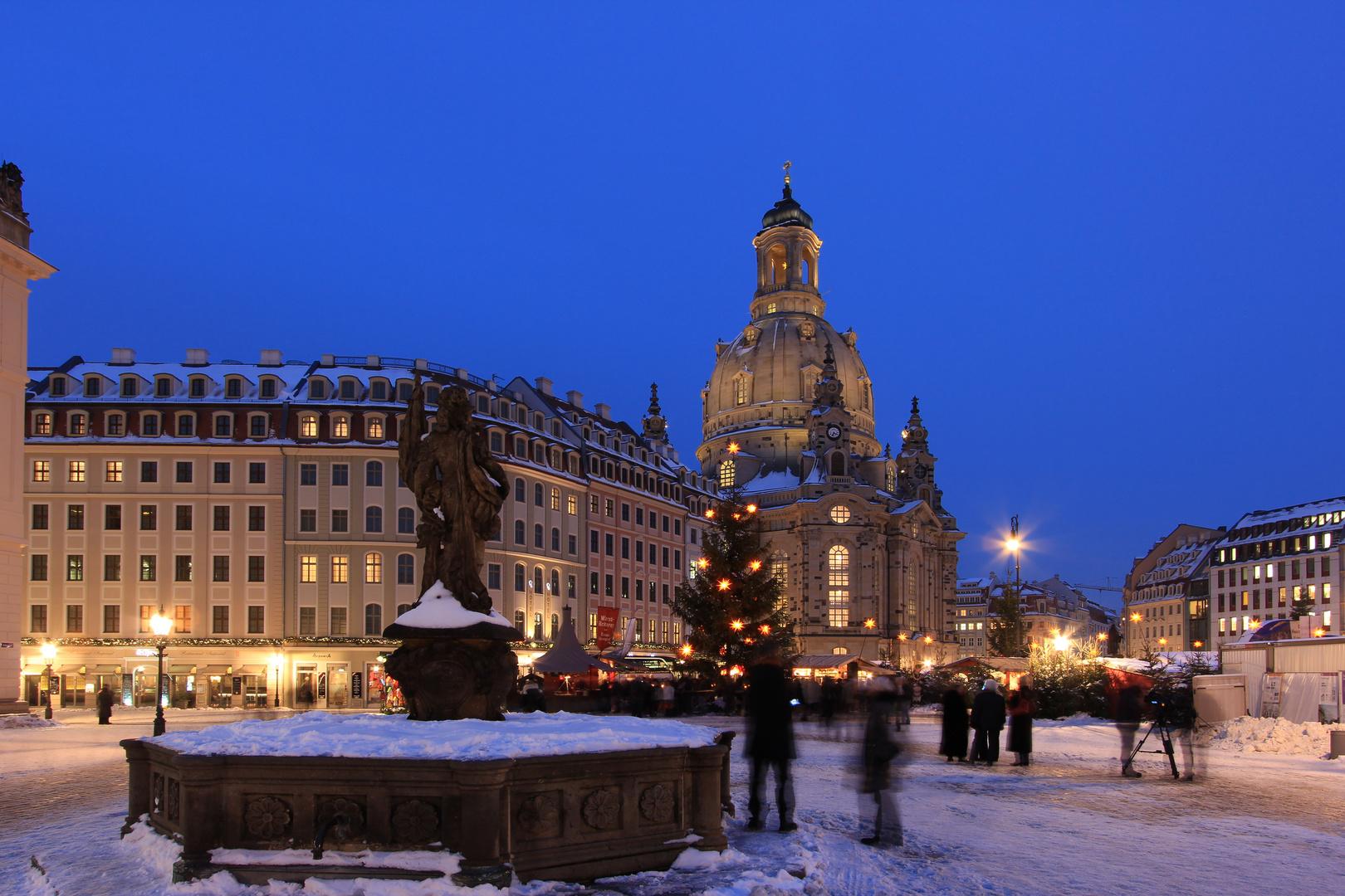 Weihnachtlicher Neumarkt