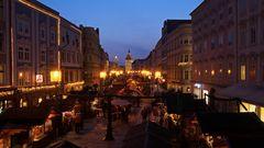 Weihnachtlicher Stadtplatz Wels Österreich