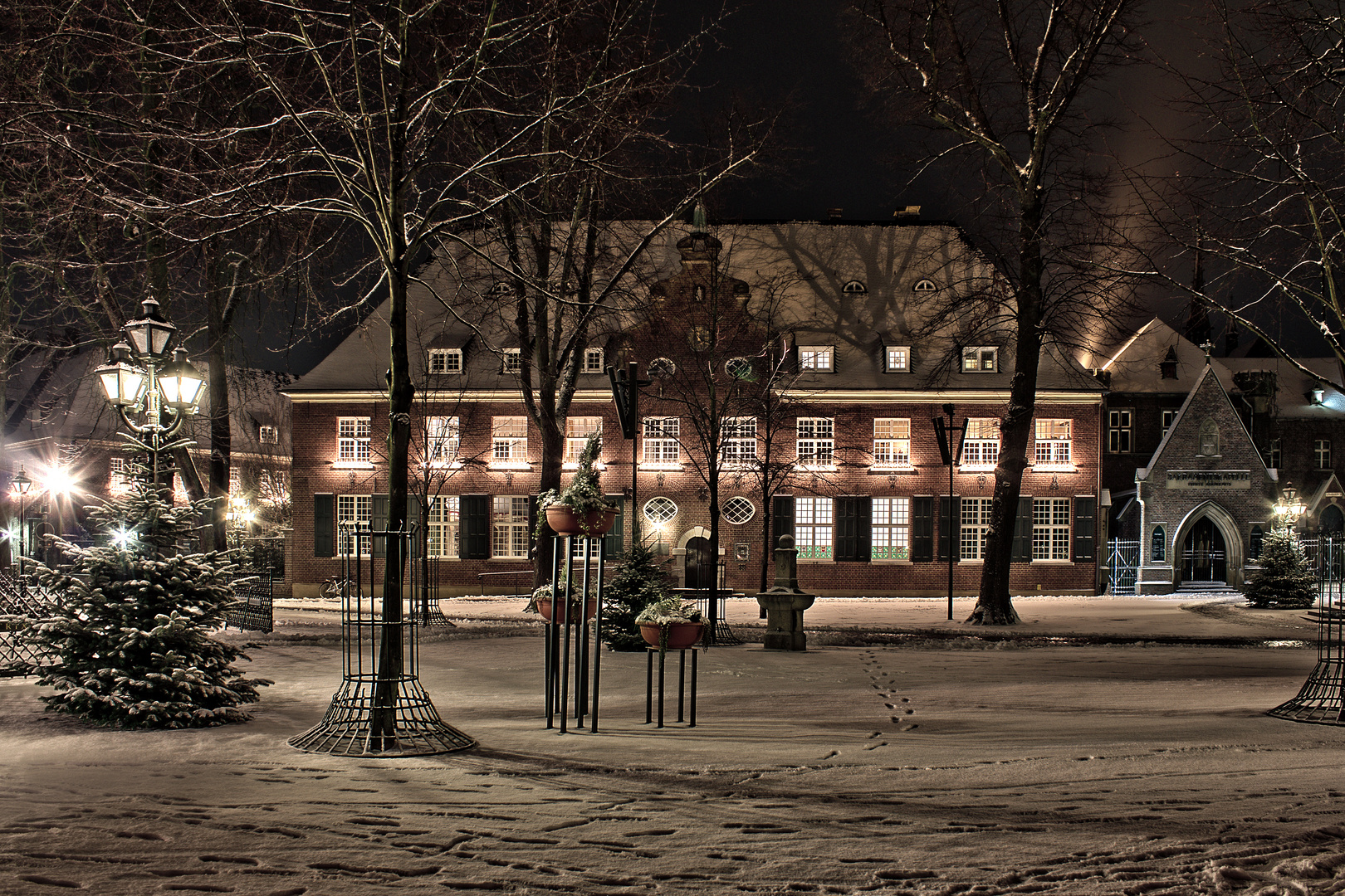 Weihnachtliches Kevelaer 8, Kapellenplatz mit Blick auf das Priesterhaus