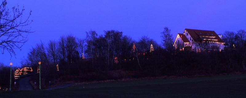 Weihnachtliches Mietshaus