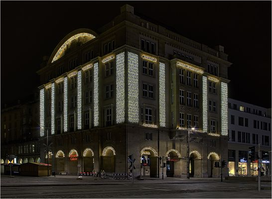 Weihnachtsbeleuchtung an Altmarkt-Galerie