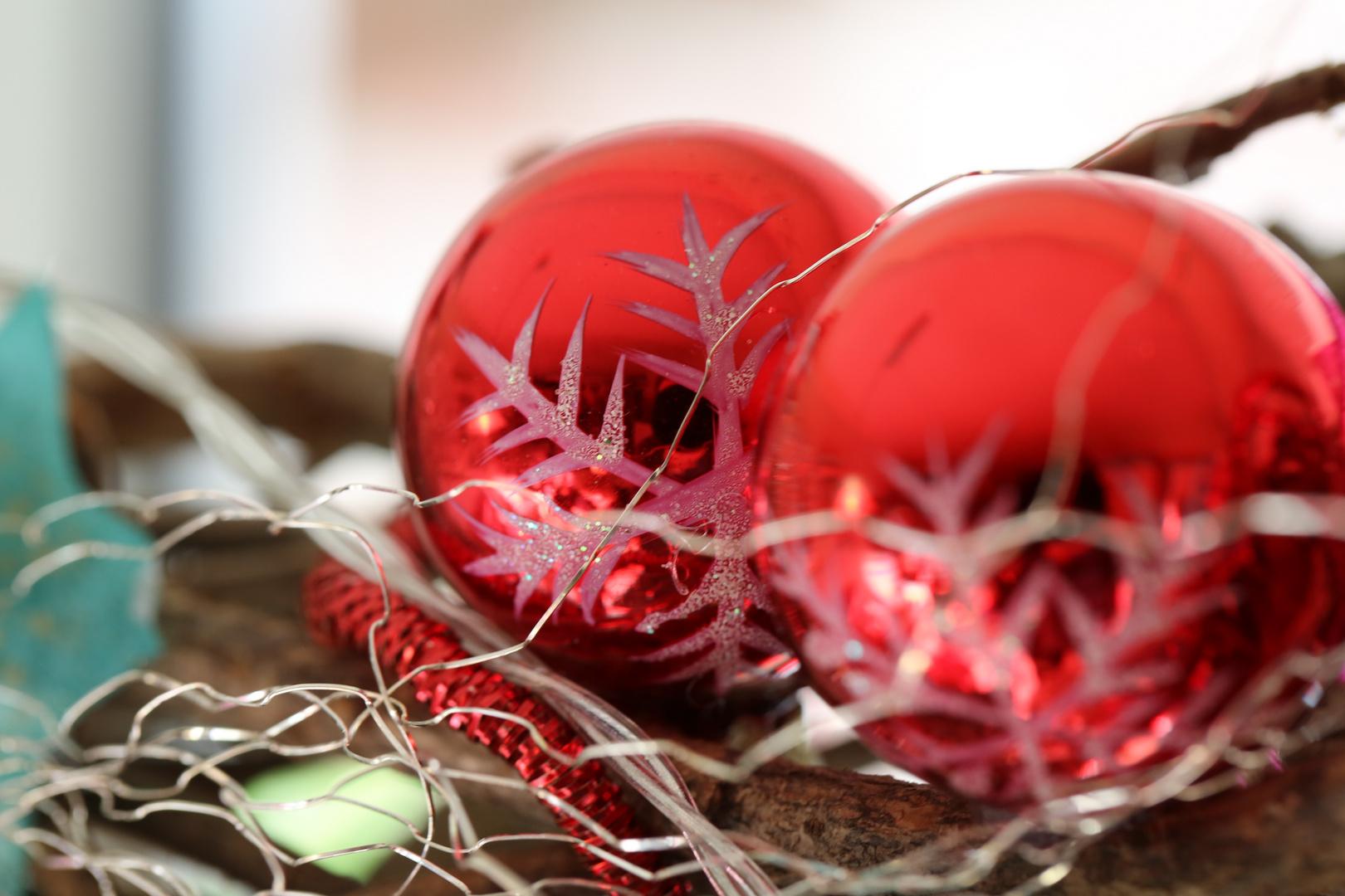 Weihnachtskugeln foto bild alltagsdesign rote weihnachtskugeln motive bilder auf fotocommunity - Bilder weihnachtskugeln ...