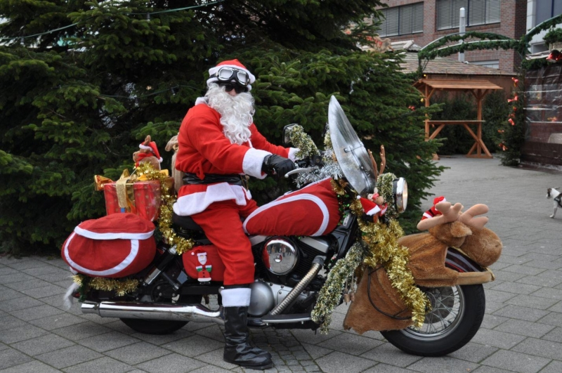 weihnachtsmann auf motorrad in wilhelmshaven foto bild. Black Bedroom Furniture Sets. Home Design Ideas