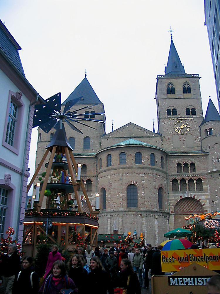 Weihnachtsmarkt am Trierer Dom