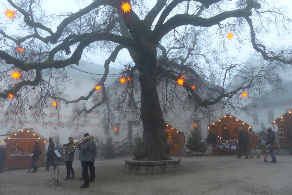 Weihnachtsmarkt im Burghof