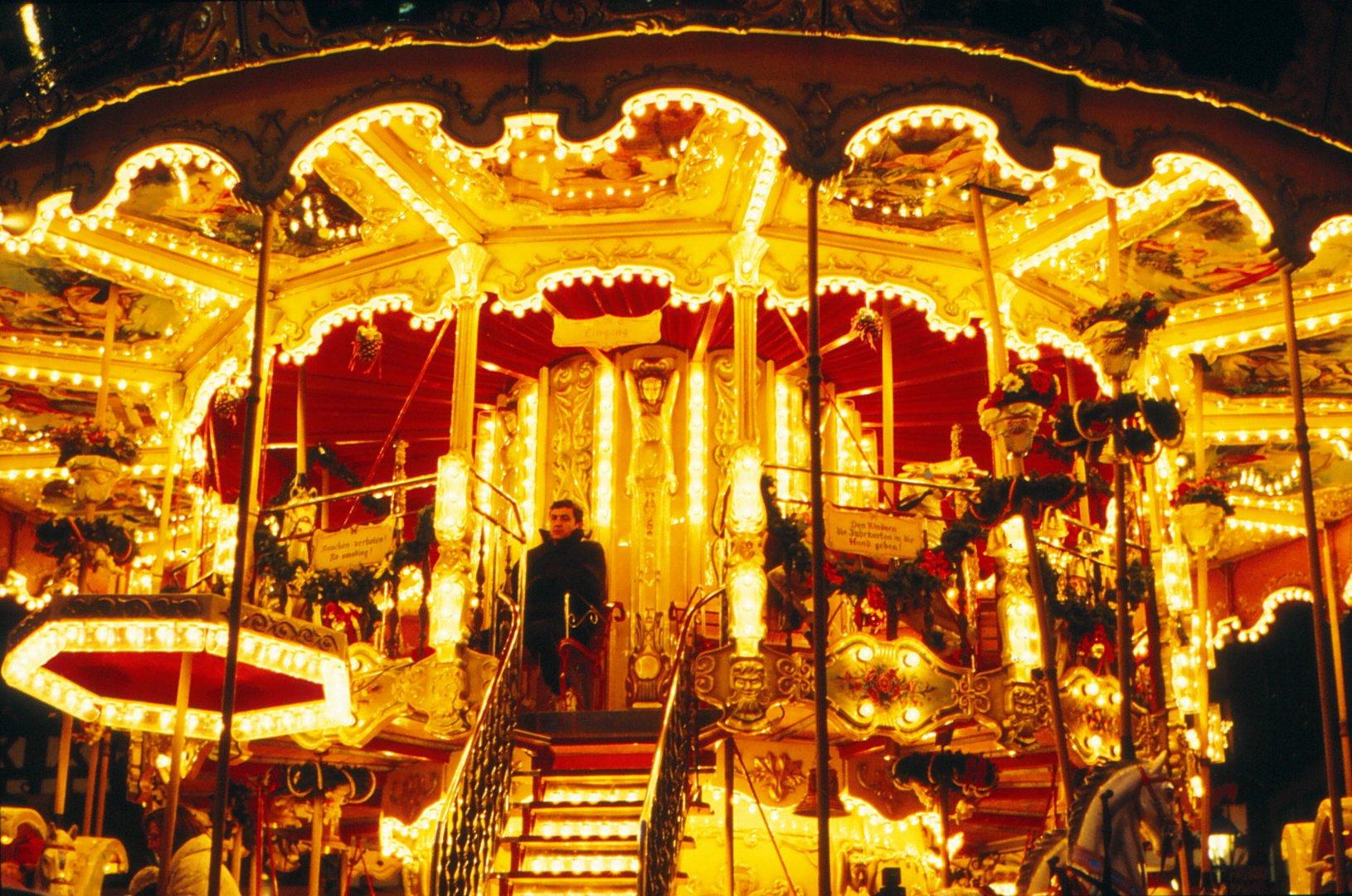 Weihnachtsmarkt in Frankfurt auf dem Karusell