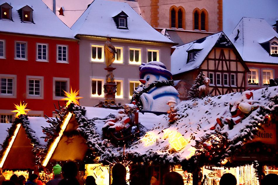 weihnachtsmarkt in trier mit schnee 2 foto bild. Black Bedroom Furniture Sets. Home Design Ideas