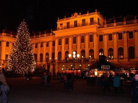Weihnachtsmarkt vor Schloss Schönbrunn
