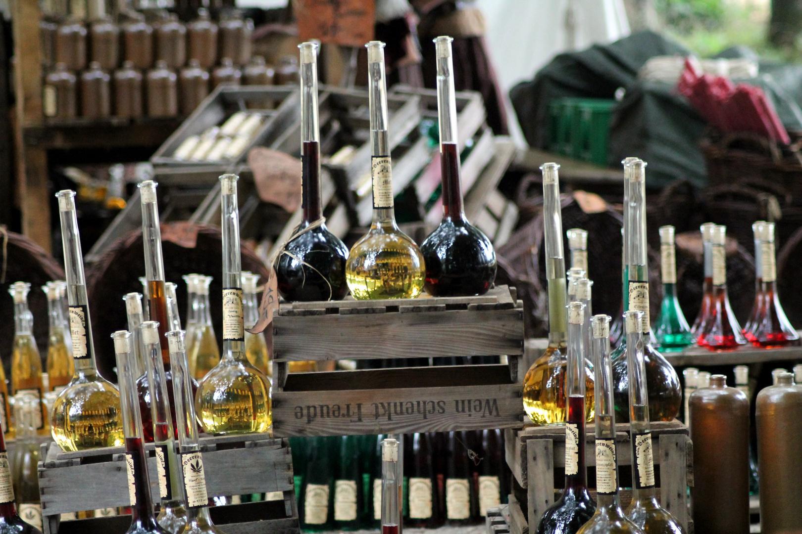 Wein und Metflaschen