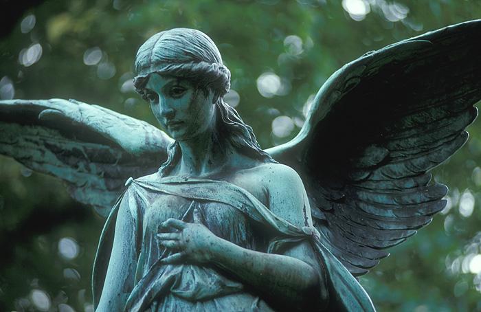 Weinender Engel