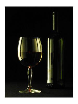 Weinfalsche mit Glas