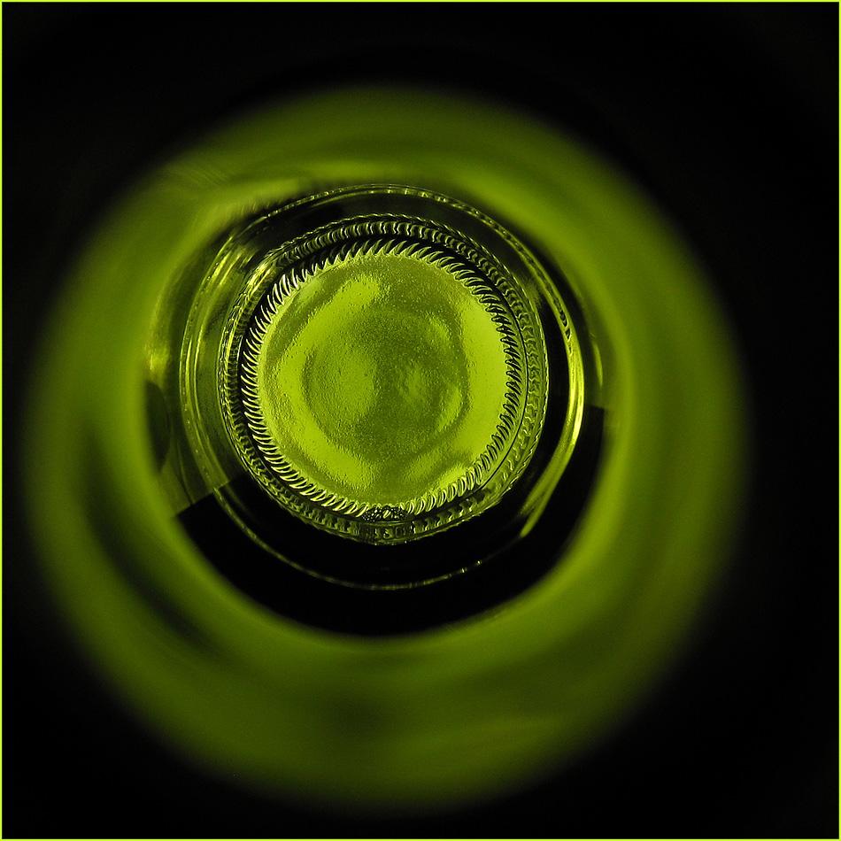 Weinflasche c)