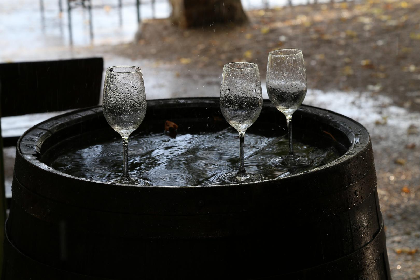 Weingläser im Regen - Rheingau, Hattenheim