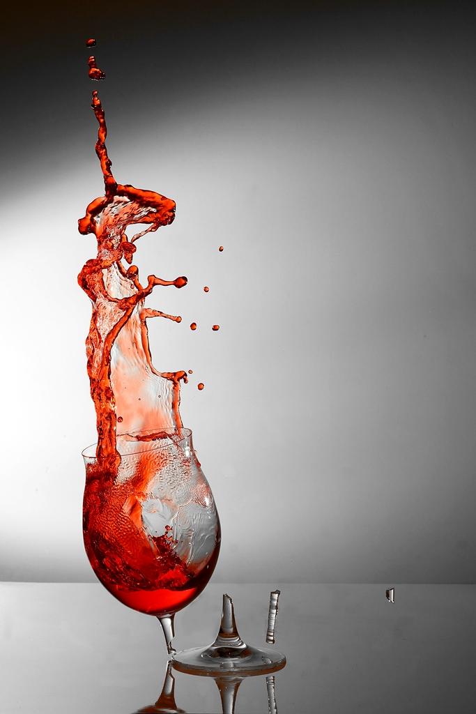 Weinglas bricht