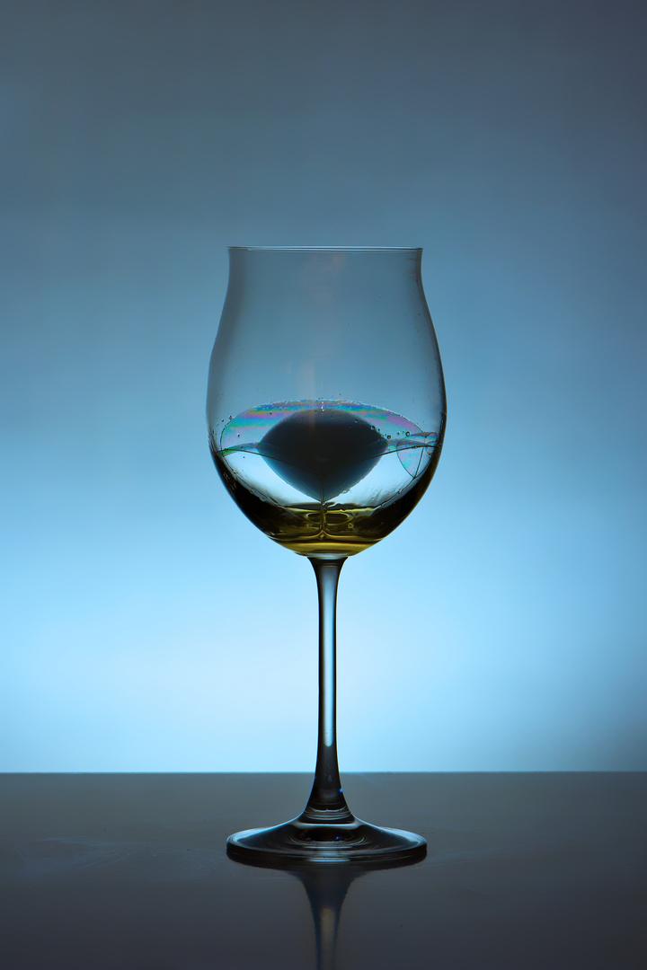 Weinglas - Rauch - Seifenblase